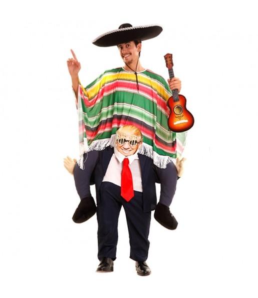 Disfraz de Donald Trump a hombros