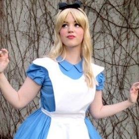 Compra online los disfraces más originales de Alicia en el país de las maravillas y sus personajes