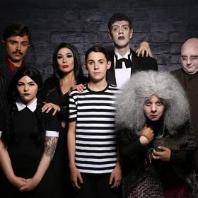 Disfraces de Familia Addams para Halloween y fiestas de miedo